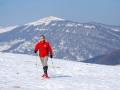 Spacer na rakietach śnieżnych z widokiem na połoniny bieszczadzkie.