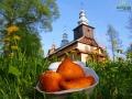 Pierożki z ziemniakami pieczone przez córkę jednego z woźniców powstają w domu obok cerkwi w Radoszycach.