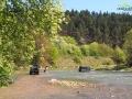 Przez wiele lat przechodziliśmy przez to miejsce na drugą stronę rzeki - dziś nawet UAZ utonął...