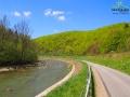 Tzw. Wąska Droga między Mokrem, a Wysoczanami w pobilżu rezerwatu Przełom Osławy nad Mokrem.