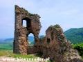Ruiny zamku Brekov - jeden z 4 zamków w okolicach Humennego, u podnóża którego przejeżdżamy.