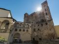 Słońce nad najstarszą częścią zamku Rakoczego w Sarospatak.