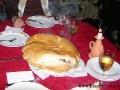 Golonka peklowana i zapiekana w pół metrowych chlebach podawana podczas degustacji.