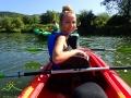 Renia na kajaku podczas spływu kajakami.