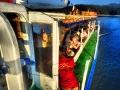 Przewodniczka w akcji na pokładzie rejsu statkiem po Zalewie Solińskim.