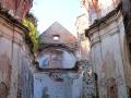 Klasztor został ukończony w 1730 roku i mimo pożaru oryginalne malowidła do dziś widnieją na ścianach zagórskiego karmelu.
