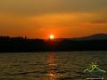 Słońce zachodzące nad bieszczadzkim morzem...