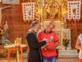 Przewodnik BP Bieszczader Grzegorz podczas rozmowy z księdzem nazywanym w cerkwi swiaszczennikiem.