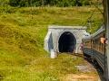 Wjazd do jednego z 6 tuneli jakie pokonuje pociąg jadąc na odcinku z Sianek do Wołosianki.