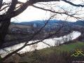 Widok od strony południowej na rzekę Osława oraz cerkiew w Wielopolu.