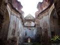 Ściana zachodnia w ruinach klasztoru karmelitów bosych w Zagórzu.