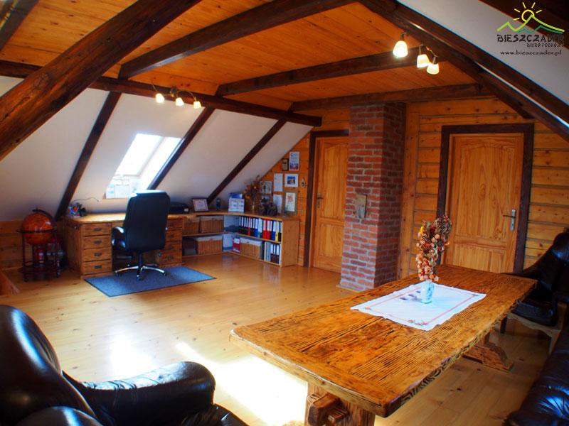 Główne pomieszczenie biurowe, w którym przyjmujemy klientów i biureczko ma Madzia.