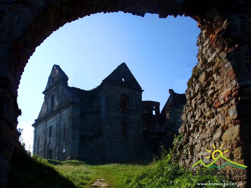 KARMEL W ZAGÓRZU to największe w Polsce ruiny klasztoru karmelitów bosych z 22 m wieżą widokową.