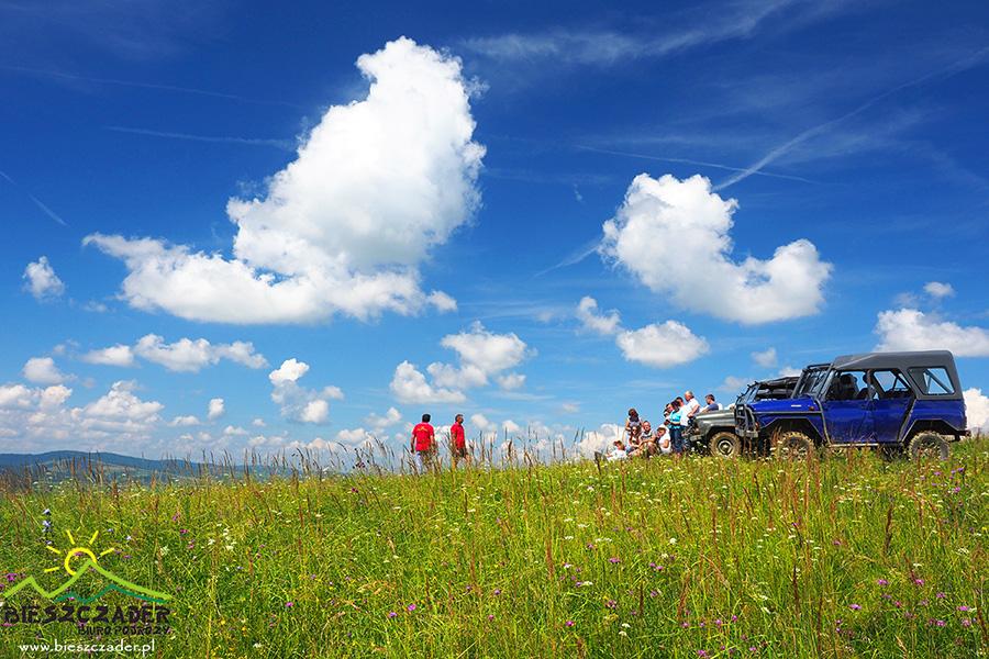 Jedna z sympatycznych grup na szczycie jednej z gór w Bieszczadach podczas Wyprawy UAZ-ami.