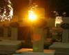 Ostatnie promienie słońca na krzyżami na Cmentarzu Orląt Lwowskich...