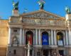 Teatr Opery i Baletu we Lwowie to główna atrakcja wycieczki jednodniowej. Operę zwiedzamy przez cały rok - zarówno w zimie, jak i latem. O ciekawostkach opery opowiadają nasi najlepszy przewodnicy, dla których ułatwieniem jest używanie najlepszego systemu tour-guide.