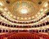Wnętrze Teatru Opery i Baletu we Lwowie z widownią na 1000 osób. Na wycieczce jednodniowej z Bieszczad zwiedzamy wnętrze opery, natomiast na wycieczkach wielodniowych organizowanych na zamówienie grup jeździmy do tego pięknego wnętrza na spektakle.