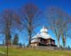 Na trasie Wielkiej Obwodnicy Bieszczadzkiej mijamy również cerkiew w Zadwórzu na wycieczce Drezynami Po Bieszczadach.