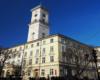 Urzędnicy miejscy we Lwowie swoją siedzibę mają na rynku miasta. W czasie wolnym warto wejść na wieżę zegarową, która jest najlepszym punktem widokowym na starówkę. Zawsze składamy taką propozycję turystom przyjeżdżającym do Lwowa z Bieszczad - to niepowtarzalna atrakcja miasta.