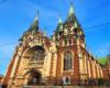 Główna fasada dawnego kościoła pod wezwaniem świętej Elżbiety. Obecnie wewnątrz jest cerkiew greckokatolicka. To jedyny kościół we Lwowie posiadający oryginalne krzyże na wieżach. Tu też przebiega granica głównego wododziału karpackiego.