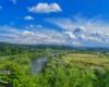 Rzeka San widziana ruin Zamku Sobień, a wzdłuż niej jeździmy drezynami rowerowymi po Bieszczadach.