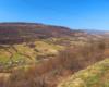 Widok na góry podczas przejazdu koleją zakarpacką między Siankami, a Wołosianką na wycieczce jednodniowej Biura Podróży Bieszczader.