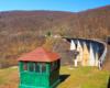Inne ujęcie najwyższego wiaduktu, po którym jedzie pociąg między Siankami, a Wołosianką na wycieczce jednodniowej z Bieszczad Kolej Zakarpacka Biura Podróży Bieszczader.