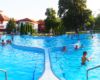 W okresie wakacji dla turystów przybywających do Sosto Furdo / Sóstófürdő jest przygotowanych łącznie 25 basenów i kilkanaście zjeżdżalni. Zapraszamy na baseny termalne Aquarius na Węgrzech!