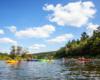 Na kajakach podczas spływu na wycieczce Wodami rzeki San z Biurem Podróży Bieszczader.