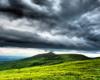 Czarne chmury nad pasmem Pikuja wróżą opady deszczu... Ale prognozy pogody sprawdziliśmy dokładnie i rzeczywiście godzinę później wyszło słońce! :-)