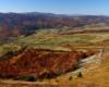 Widok z pasma Pikuja jesienią na miejscowości położone w dolinie u podnóża Ostrej Hory - Roztoka i Bukowiec.