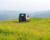 UAZ na szczycie góry w Kulasznem. To jedna z 8 gór bez lasów, na które wyjeżdżamy samochodami UAZ podczas wypraw na pograniczu Bieszczad i Beskidu Niskiego. To miejsce jest terenem prywatnym i wjazd innymi samochodami jest zabroniony.