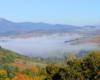 Widok na górę Pikuj z przełęczy nad miasteczkiem Wołowiec. W drugą stronę podziwialiśmy panoramę na Borżawę...