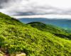 Widok ze zboczy Pikuja w stronę Ostrej Hory.