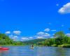"""Na spływie kajakami - zdjęcie wykonanej na wycieczce jednodniowej po Bieszczadach """"Wodami rzeki San!""""."""