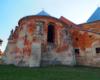 Zdjęcie os strony północnej kościoła w Starej Soli. Świątynia jest czynna! Został wyremontowany dach. Teraz na remont czeka wnętrze i jest szansa, bo nasi turyści uczestniczące w wycieczce jednodniowej Kolej Zakarpacka zawsze zostawiają sporo datków na odnowę!
