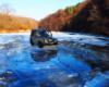 UAZ podczas przejazdu przez rzekę Osława w zimie. Jak to turyści żartowali - przejeżdżał jak lodołamacz z Beskidu Niskiego w Bieszczady ;-)