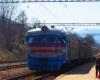 Lokomotywa elektryczna wjechała na stację kolejową w Wołosiance, więc pora wsiadać, aby przejechać się najpiękniejszą linią kolejową Karpat! Tak ją nazwał Mieczysław Orłowicz w pierwszym o Bieszczadach przewodniku.