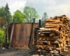 Retorty służące do wypału węgla drzewnego sfotografowane podczas wycieczki jednodniowej Traperska Przygoda po Bieszczadach.