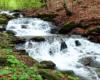 Wodospad na potoku przy szlaku prowadzącym z Pikuja do Biłasowicy podczas wycieczki jednodniowej.