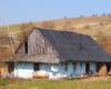 Patrząc na niektóre chaty w Bieszczadach ukraińskich aż trudno uwierzyć, że ktoś wewnątrz mieszka. Ale niestety większość mieszkańców po prostu nie ma za co wyremontować swych domów...