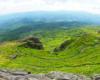 Widok z Pikuja w stronę Ostrej Hory i Połoniny Równej. Tak było wiosną na wycieczce jednodniowej.