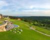 Widok z jednego z pokoi na małą część terenu hotelu w Arłamowie na Pogórzu Przemyskim - w Bieszczadach nie leży...