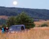 Wyprawa UAZ-em podczas pełni księżyca na pograniczu Bieszczad i Beskidu Niskiego. Dodatkową atrakcją było spotkanie wielu zwierząt tego dnia: jeleni, łań i żubrów.