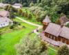 """Część skansenu w Sanoku z drona. Zdjęcie mamy dzięki uprzejmości ekipy filmowców kręcących film reklamowy na naszej wycieczce jednodniowej """"WODAMI rzeki San"""" - to nagroda dla nas, bo otrzymaliśmy nagrodę na Najlepszy Produkt Turystyczny Polski!"""