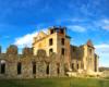 Ruiny klasztoru ojców jezuitów - karmelu - w Zagórzu, gdzie znajduje się wieża widokowa o wysokości 22 metrów. To jedna z 3 głównych atrakcji wycieczki jednodniowej Wodami Rzeki San po Bieszczadach.