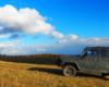 UAZ w zderzeniu z chmurą jesienią na pograniczu Bieszczad i Beskidu Niskiego. Zapraszamy na wyjątkowe wycieczki jednodniowe z Biurem Podróży Bieszczader.