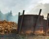 Na wycieczce jednodniowej po Bieszczadach Traperska Przygoda zwiedzamy wypał węgla drzewnego.