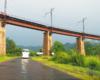 Drugi pod względem wysokości wiadukt na trasie Kolei Zakarpackiej. Autokar Scania, którym najczęściej jeździmy na tę wycieczkę jednodniową w Karpaty ukraińskie, ma wysokość 4,20 metra, więc wiadukt kolejowy robi wrażenie...