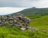 Wędrując na Pikuj jest wiele miejsc pamiętających I i II wojnę światową. Jednak te budowle układają pasterze wypasający bydło oraz po prostu turyści.